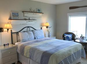 Queen Studio with Ocean View - Pet Friendly #201