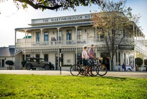 The Martinborough Hotel, Hotel  Martinborough  - big - 1