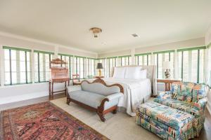Superior King Room - Audubon Suite