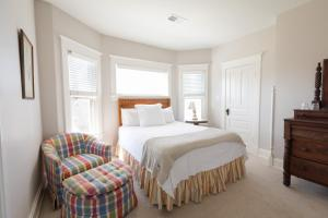 Deluxe Queen Room - Big River Suite, South