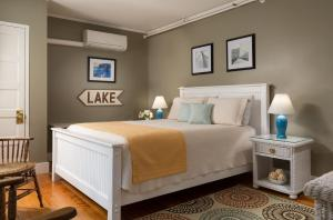 Queen Room- Casco Bay Room