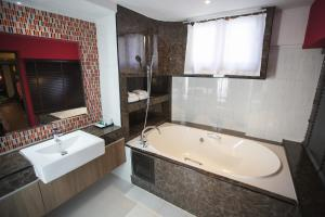 Grand Pink Hotel Hatyai, Hotel  Hat Yai - big - 1