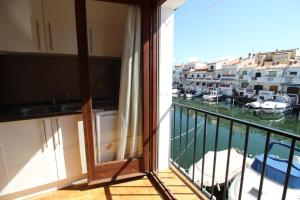 Porto Fino C-5, Apartments  Empuriabrava - big - 1