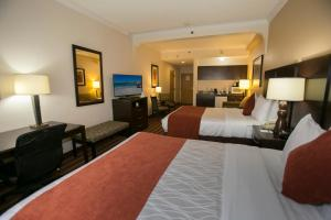 Queen Suite with Two Queen Beds with Roll-in Shower - Disability Access - Non smoking