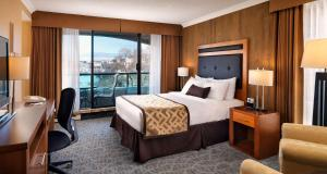 Queen Room with Partial Harbor View with Balcony - Non smoking