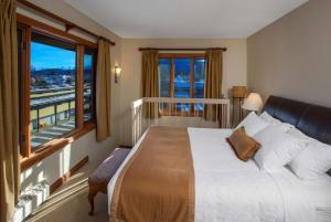 King Suite with Mountain View - Non-Smoking