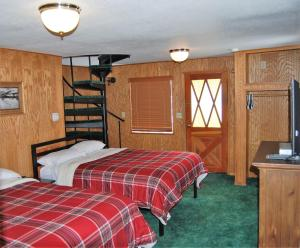 Two-Bedroom Cabin (8 adults)