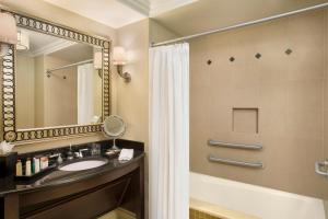 Deluxe King Room - Disability Access with Tub