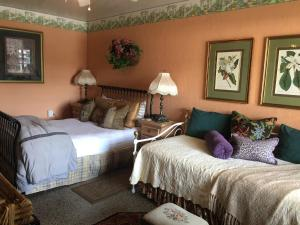 Deluxe Queen Room with Daybed