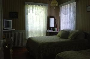 Room with Queen Bed and Single Bed and Shared Bathroom