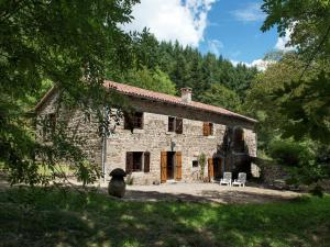 A Beautiful Stone farmhouse, Villas  Saint-Bonnet-le-Froid - big - 22