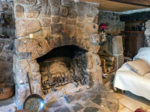 A Beautiful Stone farmhouse, Villas  Saint-Bonnet-le-Froid - big - 37