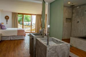 Queen Suite with Spa Bath and Sea View - Ground Floor