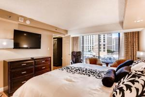 Deluxe Penthouse Apartment with King Bed