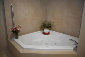 King Deluxe Room with Whirlpool Tub