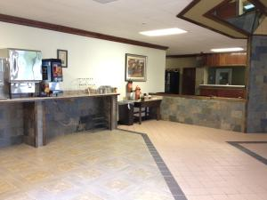 Express Inn & Suites Stockbridge