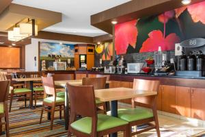 Fairfield Inn & Suites St. Cloud, Отели  Saint Cloud - big - 42