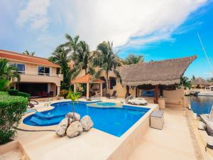 Villa with Private Pool & Private Yacht