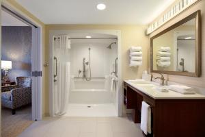 King Suite - Hearing Accessible - Roll-in Shower