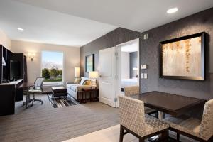 One-Bedroom King Suite