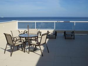 Deluxe 1 Bedroom Apartment with Sea View