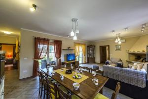 4-Bedroom Holiday home in Tinjan/Istrien 10021, Apartmanok  Tinjan - big - 4