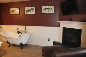 Superior King Room with Fireplace - Cottage (Lady Mariah)