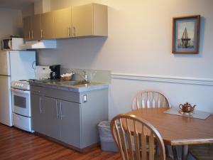 Deluxe Suite with Kitchen