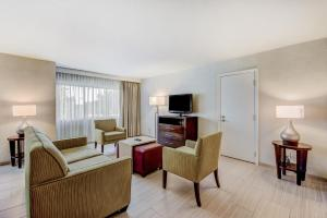 One-Bedroom Conference Suite