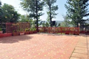 3 Bedroom Bungalow with a Lawn near Mahabaleshwar, Ville  Mahabaleshwar - big - 10