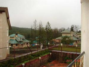 3 Bedroom Bungalow with a Lawn near Mahabaleshwar, Ville  Mahabaleshwar - big - 15