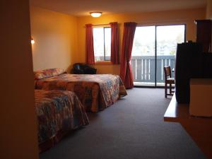 Queen Room with Two Queen Beds and Harbour View