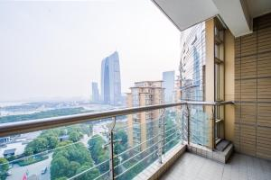 Zhongyin Crown International Apartment, Апартаменты  Сучжоу - big - 9