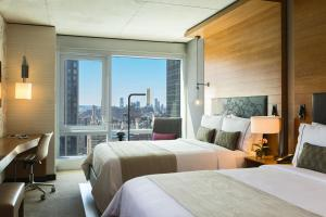 Queen Room with Skyline View