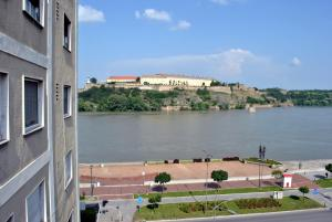 Top place river side apartment -great view 55m2, Апартаменты  Нови-Сад - big - 7