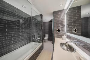 Standard King Room - Disability Access with Shower