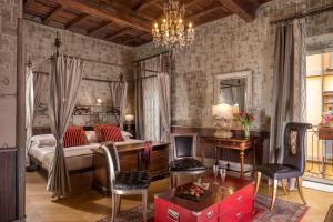 отель The Inn At The Roman Forum-Small Luxury Hotels, Рим