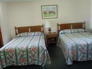 Double Room with One Double Bed and One Twin Bed - Non-Smoking