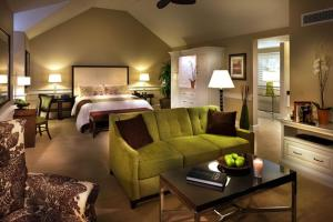 Epiphany Suite - Junior Suite with One King Bed