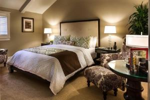 Boone Suite - One King Bed with Garden View