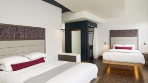 Street View Deluxe Room with Two Queen Beds