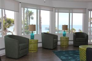 Deluxe One-Bedroom Suite - Ocean Front