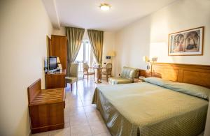 Grand Hotel Victoria, Hotely  Bagnara Calabra - big - 1