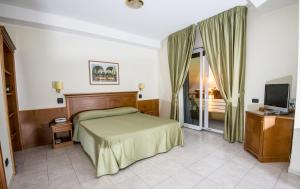 Grand Hotel Victoria, Hotely  Bagnara Calabra - big - 56