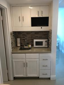 Bay View Apartment, Kitchenette, 2 Queens