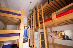 Shared bedroom for 7 people