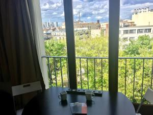 Apartment with Eiffel Tower View