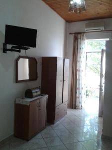 Gramvousa's Filoxenia Apartment, Apartments  Kissamos - big - 13