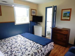 Queen Room with Lake View - Adults Only