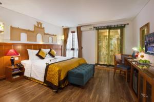 Suite Double or Twin Room with City View